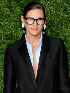 1491238193-hbz-jenna-lyons-index